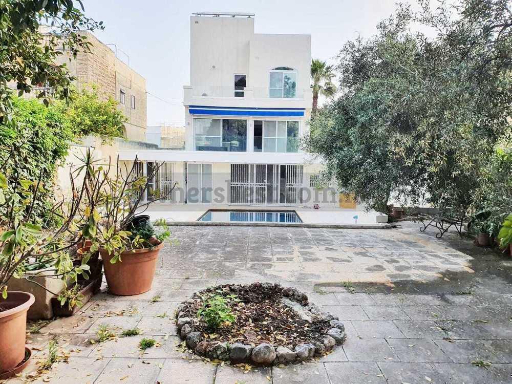 villa-in-attard